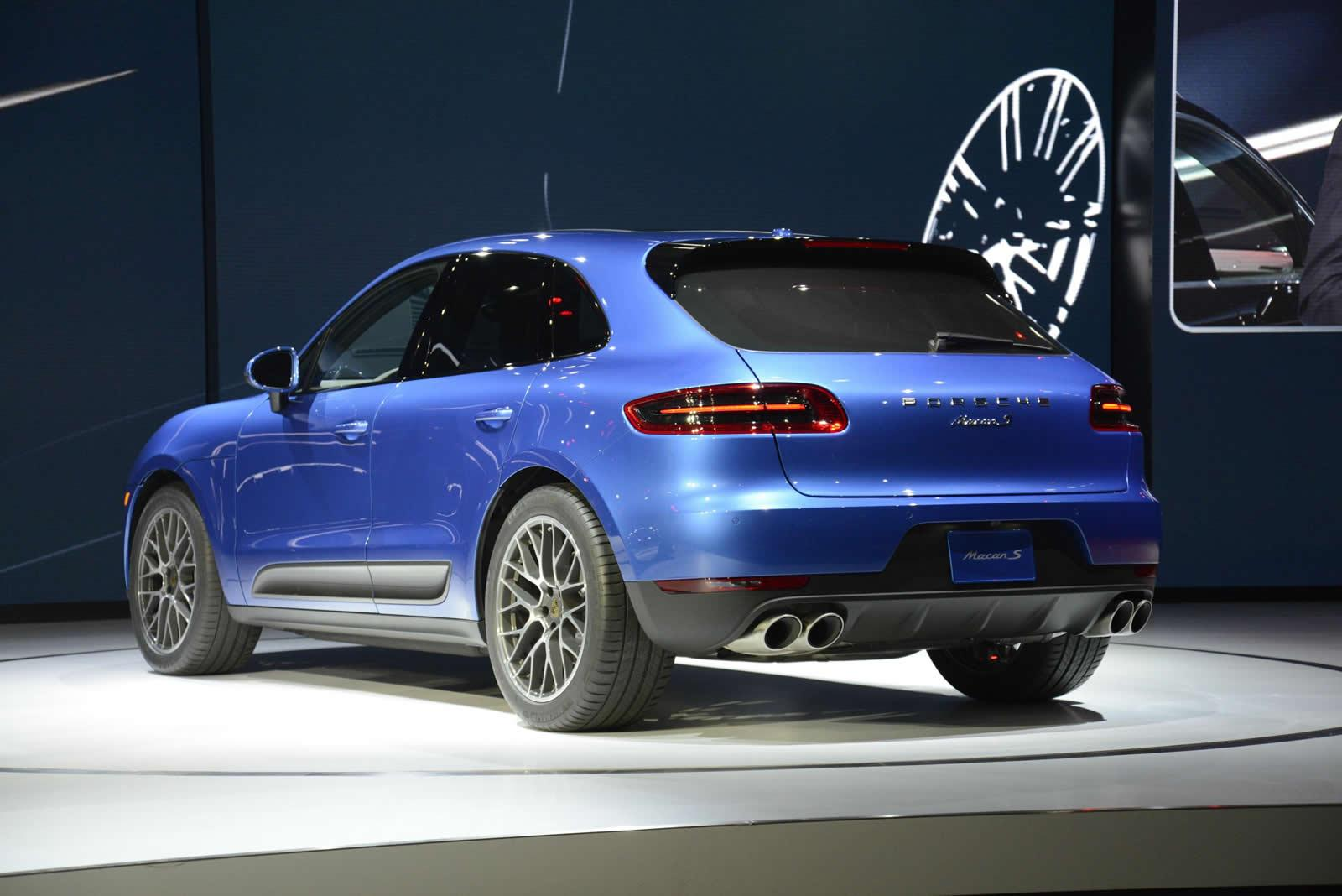 Macan S back