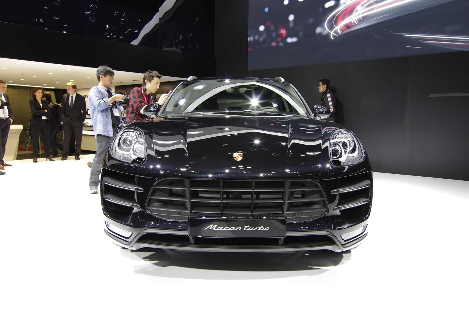 Macan Turbo front