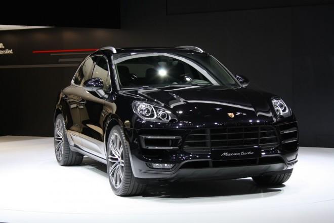 Porsche-Macan-front-three-quarters-left-at-Tokyo-Motor-Show-2013